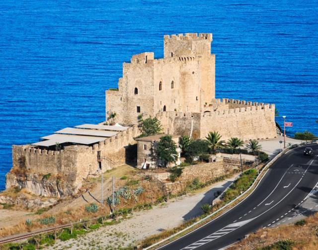 castello-ingresso-laterale