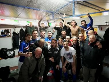Foto vittoria dell'Amantea dopo il 4-3 all'Enotria Five Soccer
