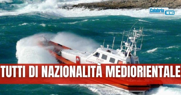 Trentatré migranti sbarcati nel porto di Roccella Jonica