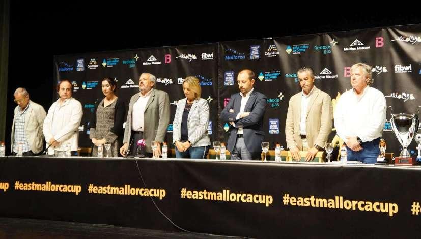 Durante la presentación se ha hecho también un minuto de silencio en recuerdo a las víctimas de las inundaciones del Levante.