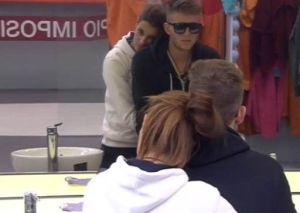 Susana abrazada a Gonzalo después de la bronca