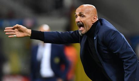 Inter Milan's head coach Luciano Spalletti reacts during the Serie A soccer match between Inter Milan and Chievo at the Giuseppe Meazza stadium in Milan, 13 May 2019. ANSA/DANIEL DAL ZENNARO