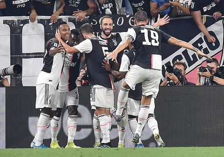 Juventus' Gonzalo Higuain (C) jubilates with his teammates after scoring the goal during the Italian Serie A soccer match Juventus FC vs SSC Napoli at the Allianz Stadium in Turin, Italy, 31 August 2019. ANSA/ALESSANDRO DI MARCO