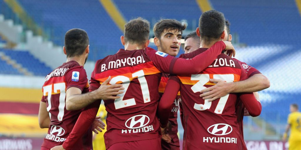 ROME, ITALY - NOVEMBER 22:  Borja Mayoral with his teammates of AS Roma celebrates after scoring the opening goal during the Serie A match between AS Roma and Parma Calcio at Stadio Olimpico on November 22, 2020 in Rome, Italy.  (Photo by Paolo Bruno/Getty Images)