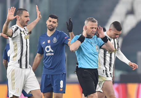 Referee Bjorn Kuipers during the round of 16 Uefa Champions League soccer match Juventus FC vs FC Porto at the Allianz stadium in Turin, Italy, 9 March 2021 ANSA/ALESSANDRO DI MARCO