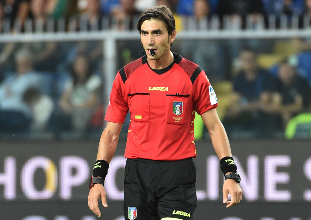 GENOA, ITALY - SEPTEMBER 28: Referee Gianpaolo Calvarese looks on during the Serie A match between UC Sampdoria and FC Internazionale at Stadio Luigi Ferraris on September 28, 2019 in Genoa, Italy.  (Photo by Paolo Rattini/Getty Images)