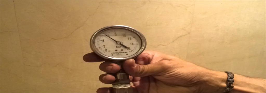 Instalar válvulas de presión de agua para evitar daños en la instalación