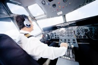 Командиры воздушных судов также сегодня празднуют свой профессиональный праздник (Фото: Andresr, Shutterstock)