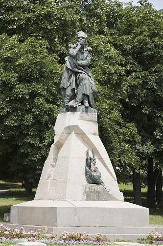 Памятник Лермонтову в Пятигорске (Фото: Aleksandr Stepanov, Shutterstock)