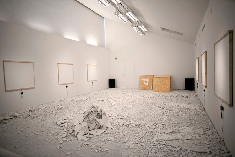 Picture of the room when almost all of the white boxes are intact.