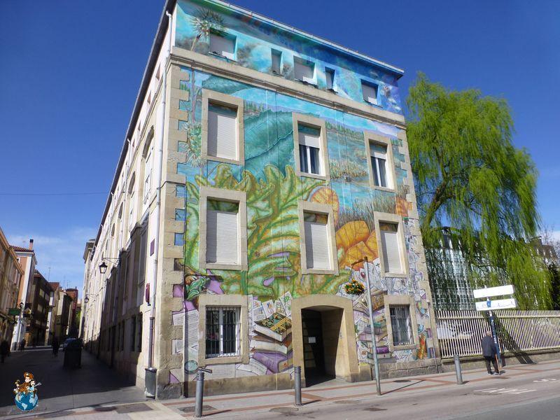 Mural ¿Qué haremos con lo que sabemos? - Ruta murales Vitoria-Gasteiz