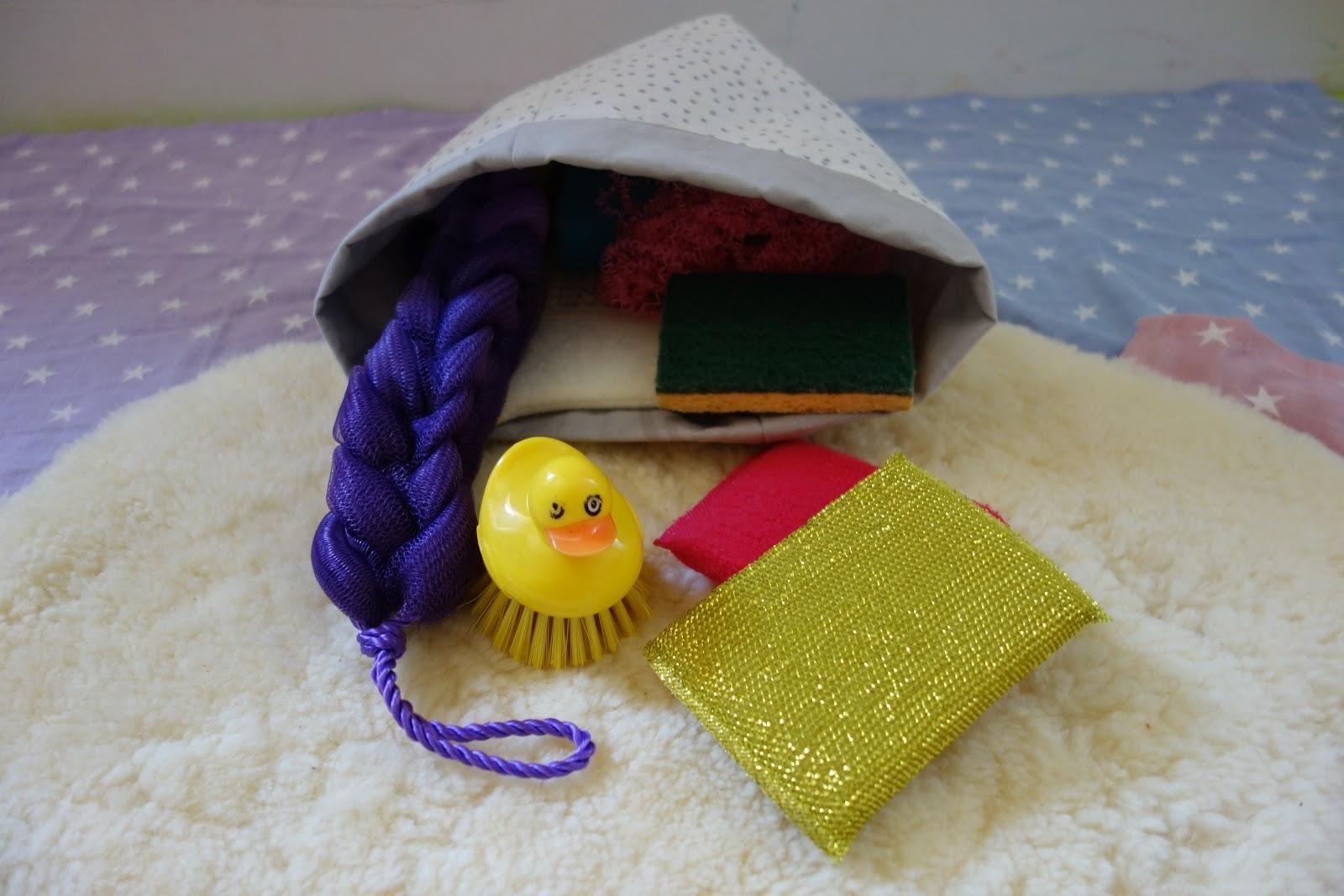 Panier Montessori : les éponges sensorielles