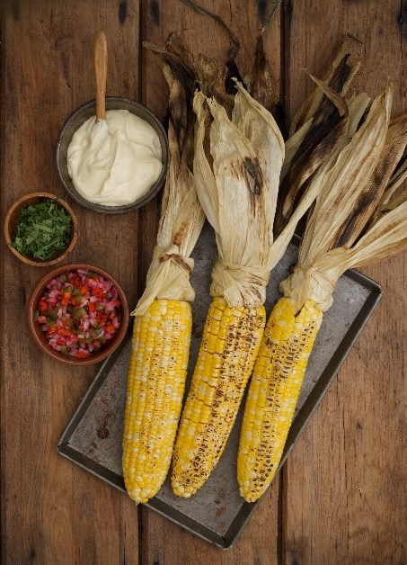 3 BBQ corn cobs with salsa and mayo