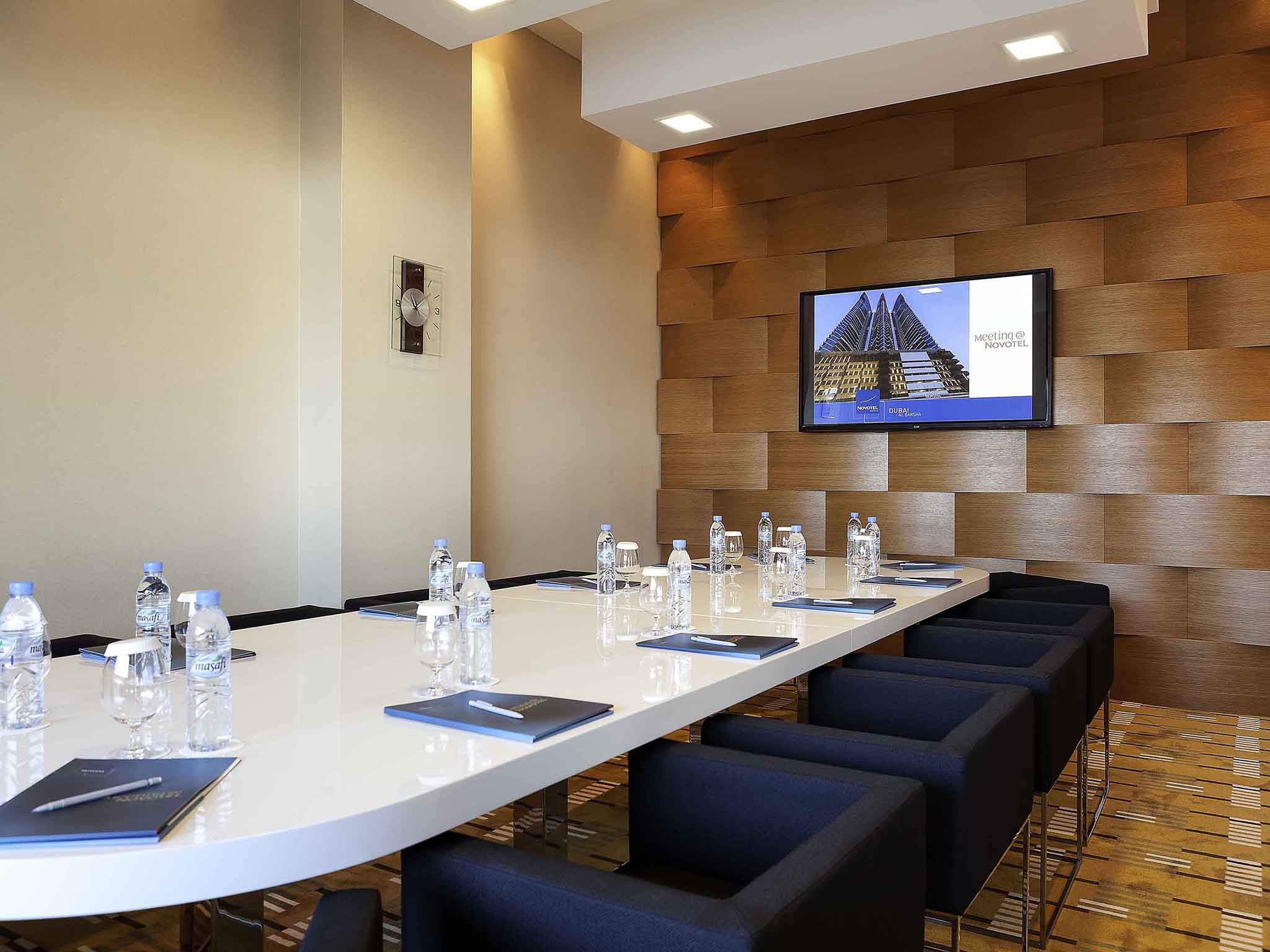 Hotels With Conference Rooms Near Me