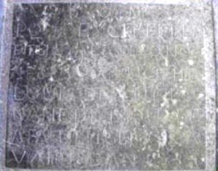 Une des dalles du calvaire
