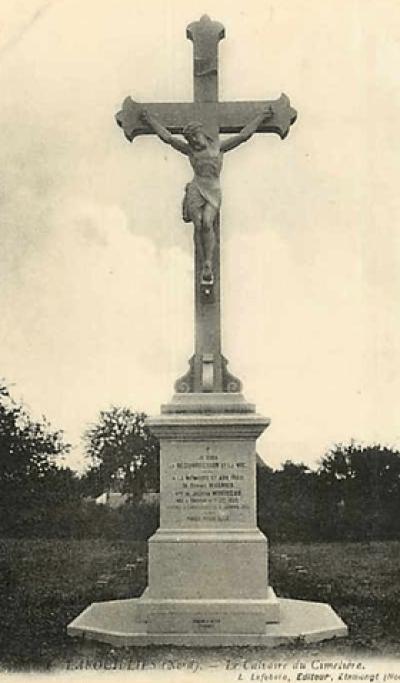 Calvaire de l'ancien cimetière vers 1910 qui n'existe plus de nos jours.