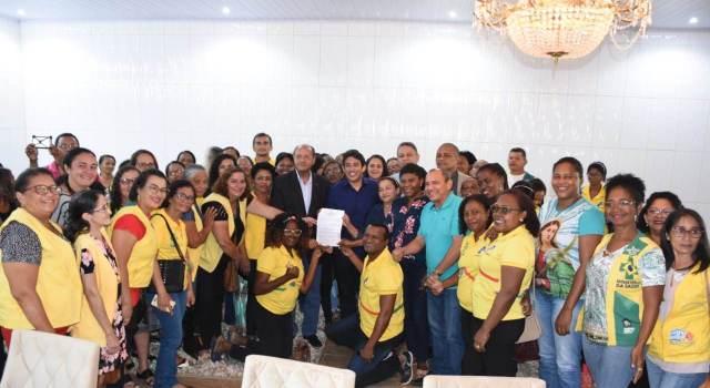 Vereadores de São Luís comemoraram conquista com os profissionais da saúde.