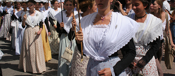 Articles Costume Traditionnel Guide Tourisme Camarguefr