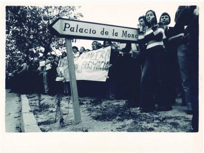 UN PAÍS EXPECTANTE. La sociedad española, acostumbrada a cuatro décadas de dictadura, siguió con máxima expectación lo que ocurría en el Palacio de La Moncloa. Medios de comunicación de todo el mundo cubrieron la reunión, e incluso hubo ciudadanos que se acercaron a la sede de la Presidencia