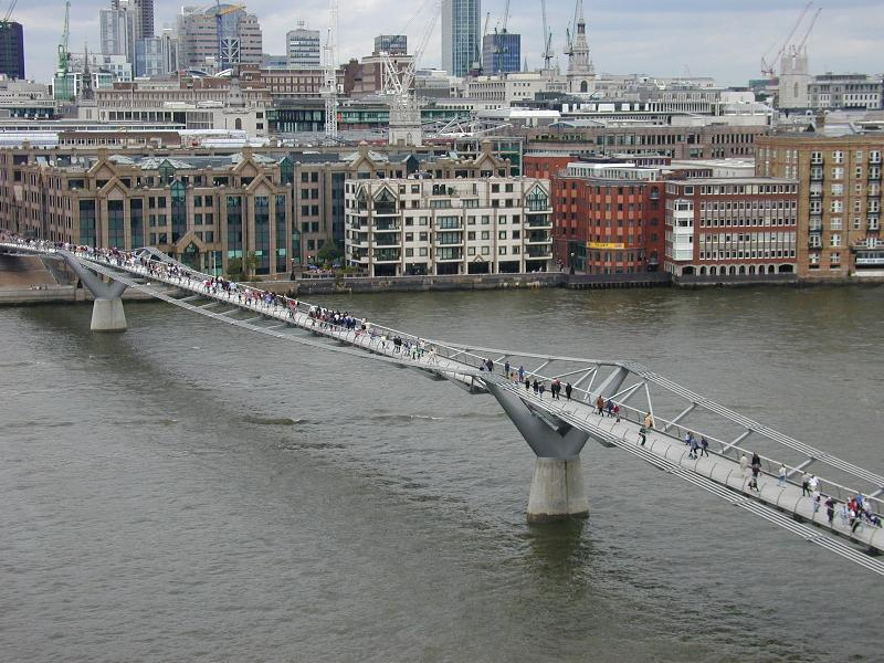 London, England: Millennium ('Wobbly') Bridge (1998-2002, Norman Foster and Partners and Arup Associates)