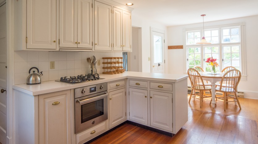 Gas stove and plenty of counter space