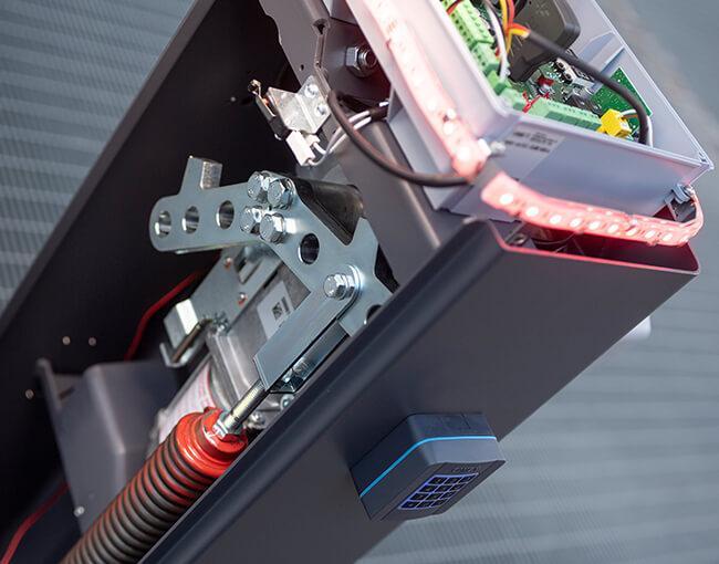 Скоростта на отваряне и затваряне на бариера GARD GT4 (за бързи проходи до 4 метра) се регулира от 2 до 4 секунди в зависимост от дължината на стрелата и свързаното оборудване