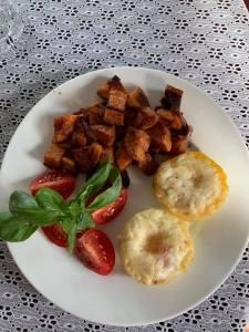 Breakfast at the Camellia Rose Inn