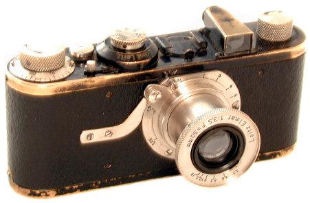 Leica A, rangefinder komersil pertama, diciptakan oleh Oscar Barnack