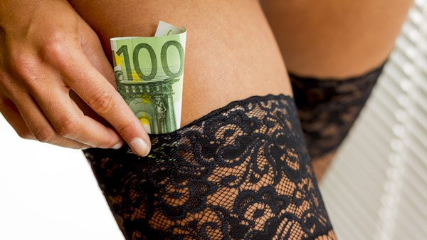 how much money webcam models earn
