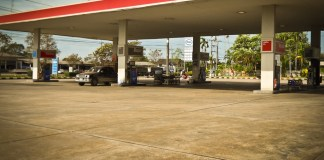 Esso Petrol station between Bangkok and Trat