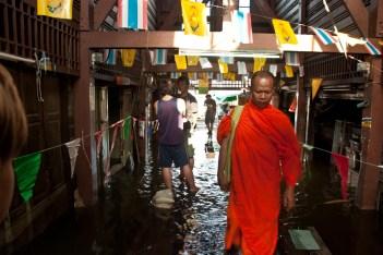 Flooded neighbourhood along the Chao Praya River in Bangkok