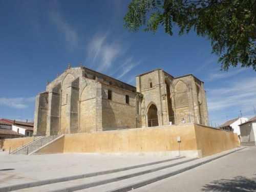 Villal-Cazar-de-Sirga-07-templar-church-01