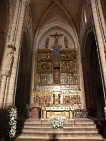 Villal-Cazar-de-Sirga-17-templar-church-08-altar