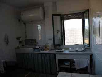 Cizur Minor 01 albergue 01 kitchen