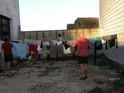 Cizur Minor 37 albergue 13 Captain and Jiri to the washing line