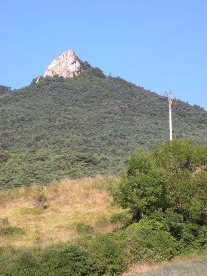 Larrasoana - Cizur Minor 01 rock vertical