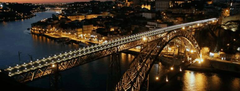 Qué ver en Oporto - Vista nocturna del Puente de Luis I