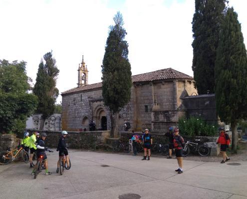 Camino Francés organizado en bicicleta - Iglesia Santa María de Melide