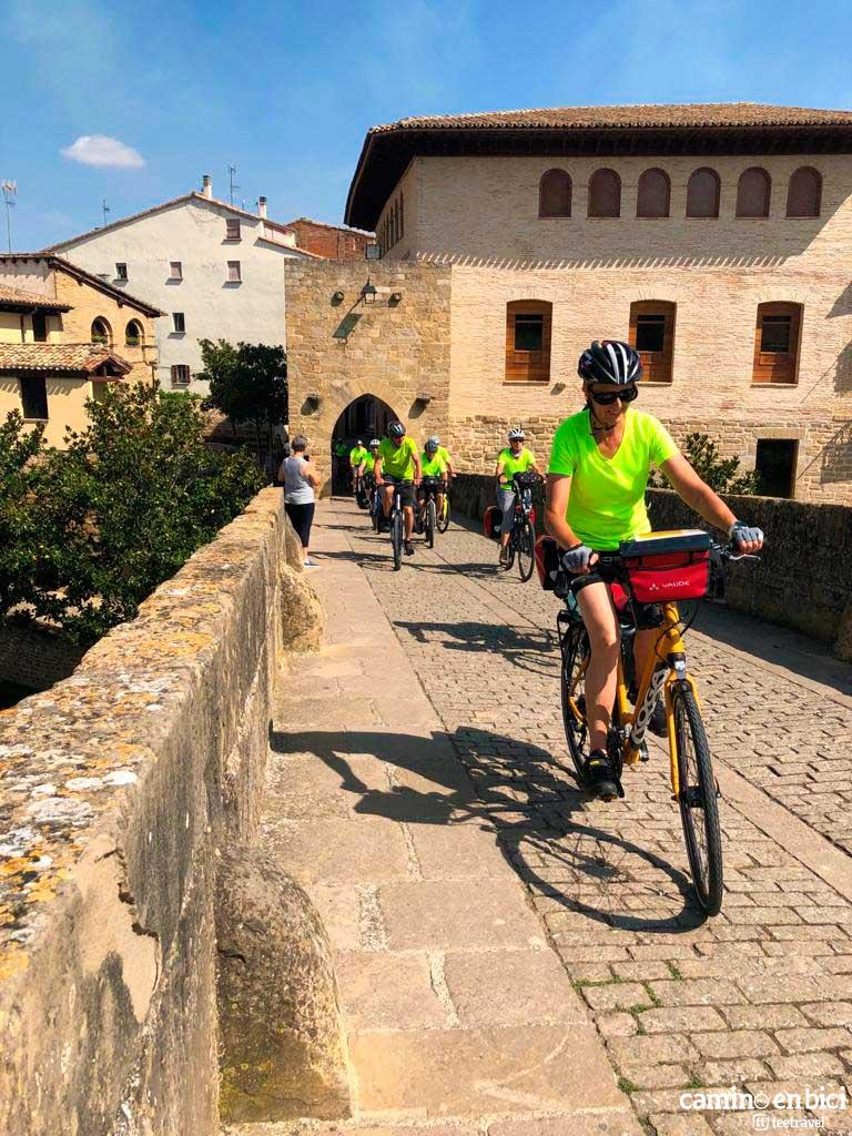 Camino en Bici en Grupo - Puente la Reina