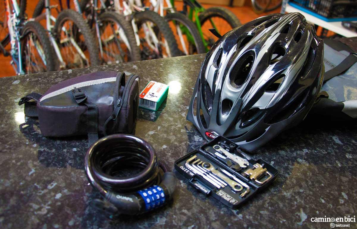 Camino en Bici - Kit de herramientas - Candado - Casco