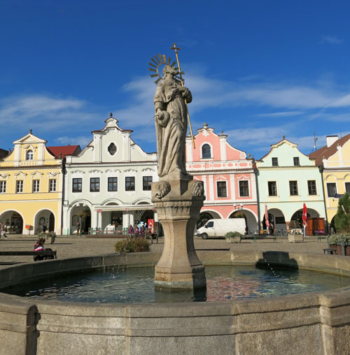 Jakobusbrunnen am Marktplatz in Pelhrimov