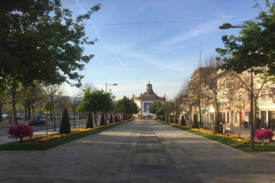 Afgang om morgenen fra Barcelos - i påskeugen - derfor er der pyntet op