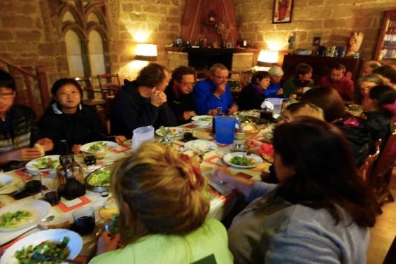 Dag 10 - fælles spisning i Granon herberget ved kirken