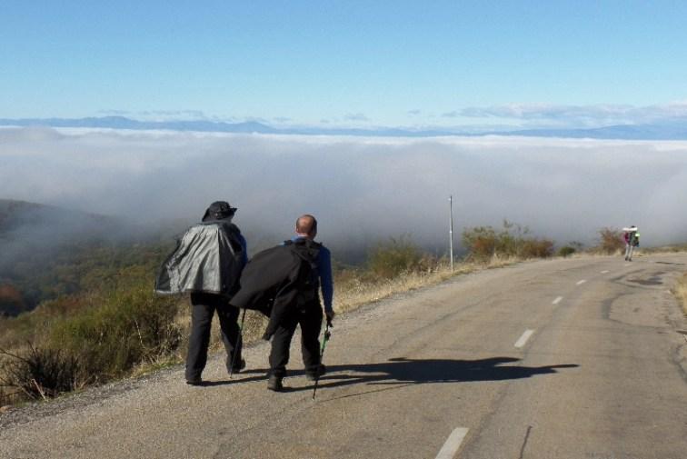Dag 28 - Jose og Juan på vej ned mod Molinaseca - efter at have været ved Cruz de Ferro