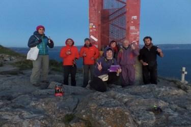 Dag 40 - Caminofamilien ved fyret i Fisterra - vi nåede det 5-10 min før solnedgangen