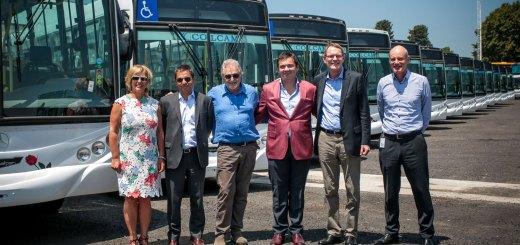 Mercedes Benz entregó 40 colectivos al Grupo La Nueva Metropol