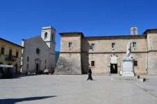 Piazza San Benedetto. La Castellina e Santa Maria Argentea