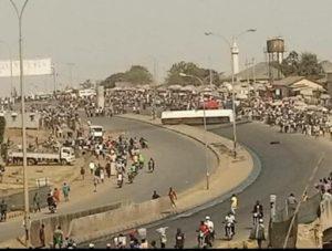 Gridlock As Fuel Truck Falls At AYA-Kugbo-Nyanya Expressway in Abuja