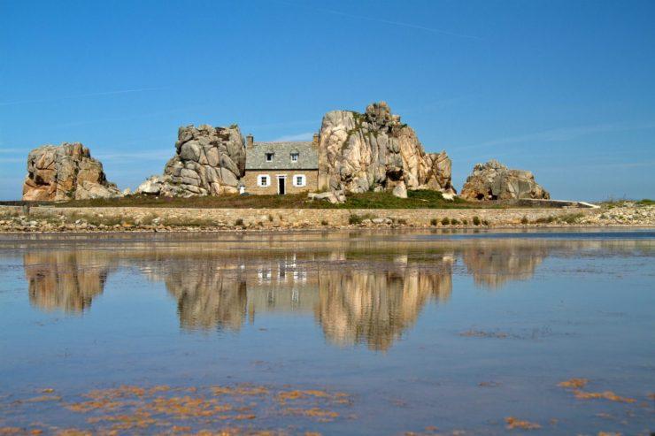 Typisches Häuschen in der Bretagne