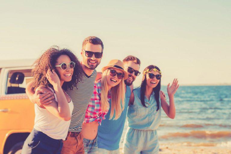 Camping als Gruppe ‒ Tipps für den Wohnmobilurlaub mit Freunden